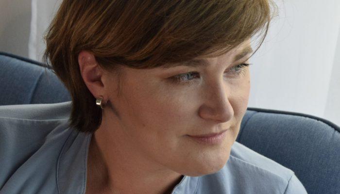 Profilová fotografie autorky webu textum.cz o copywritingu Martiny Adamcové.